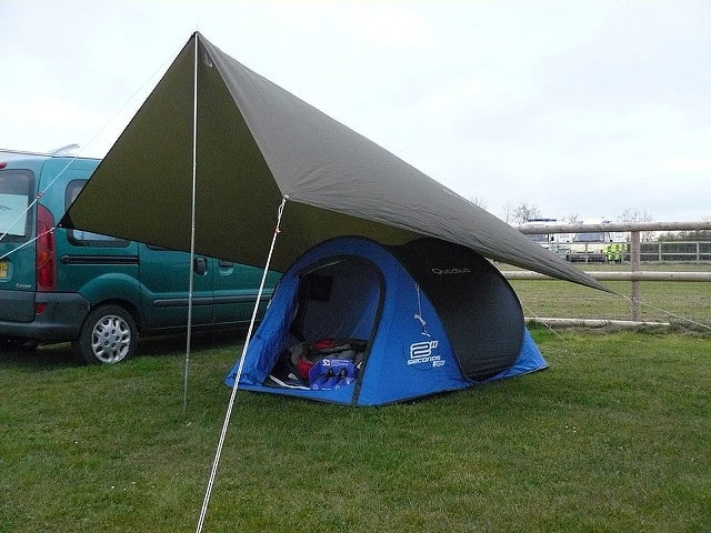 When your tent isn't waterproof, you'v got to find another solution.