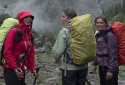 how to stay dry hiking in the rain