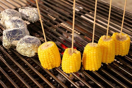 camping grilled corn