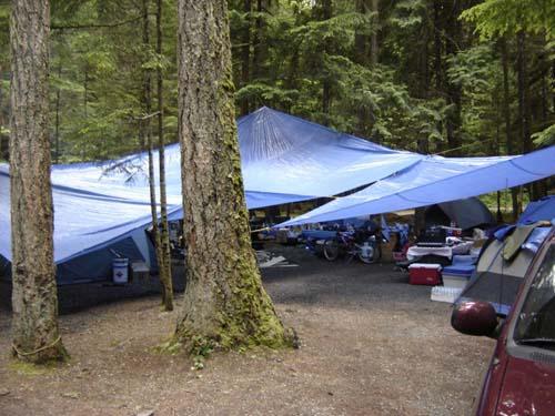 using tarp to make camp rain shelter